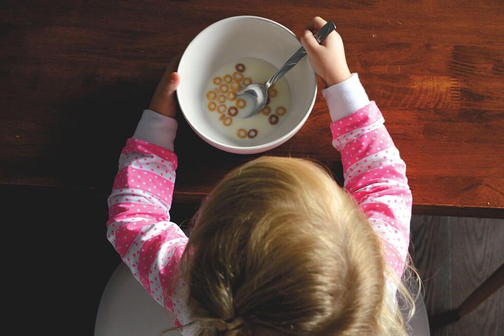 Kuhmilch schädlich für Kinder: Brauchen Babys Kuhmilch?