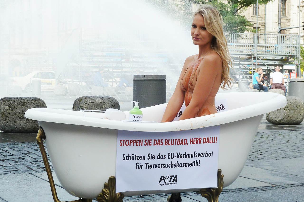 Nackt bei PETA-Demos: Warum sexy kein Sexismus ist