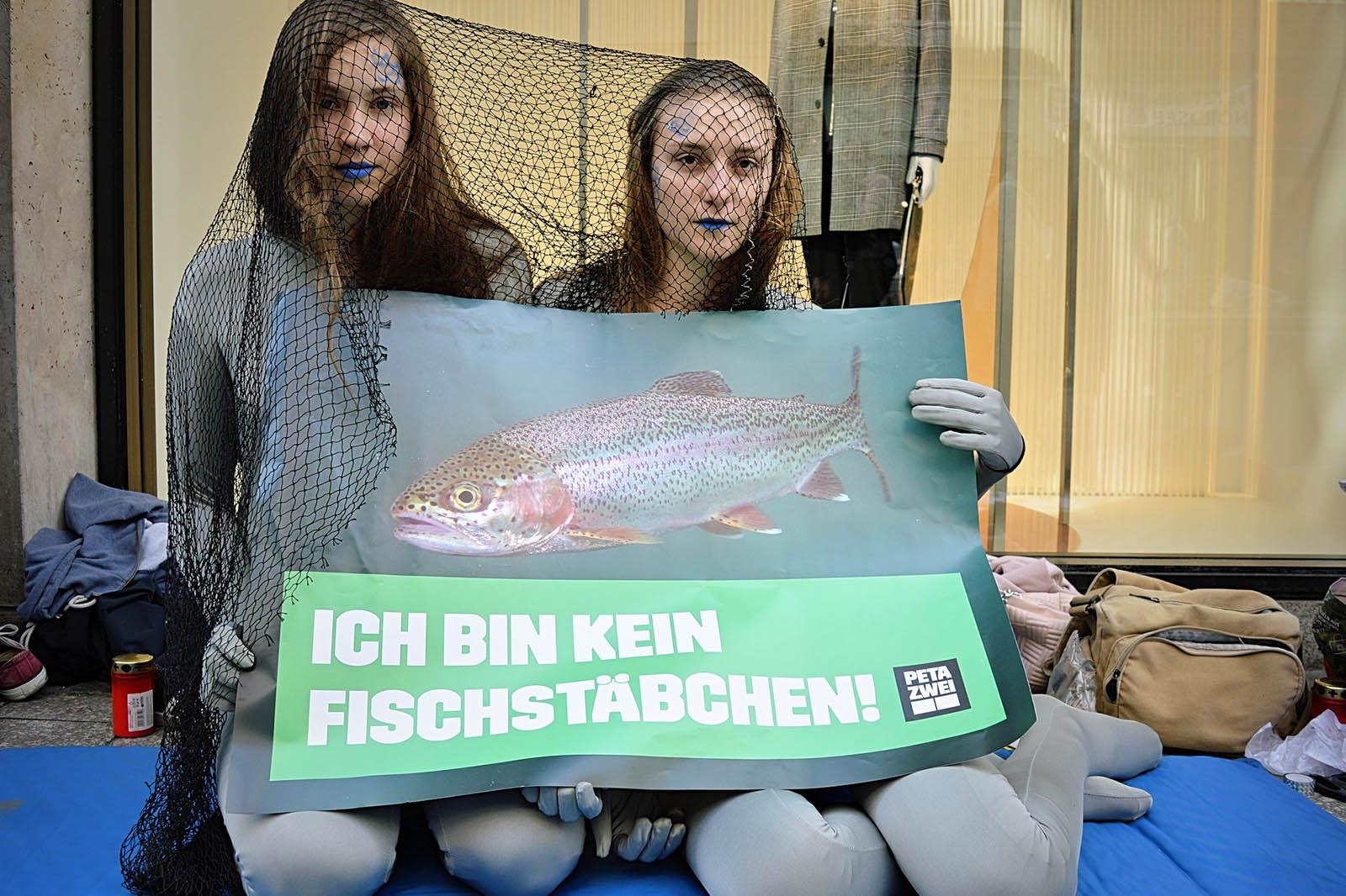 PETA-Demos am Welttag zur Abschaffung von Fischerei & Aquakultur