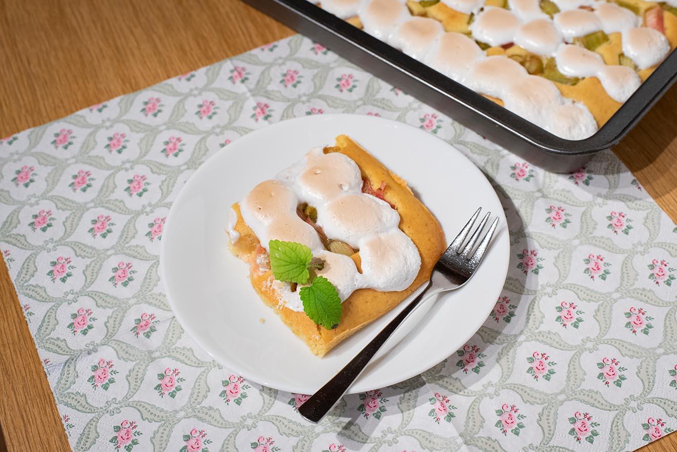 Rhabarberkuchen mit Baiser – leckeres veganes Rezept
