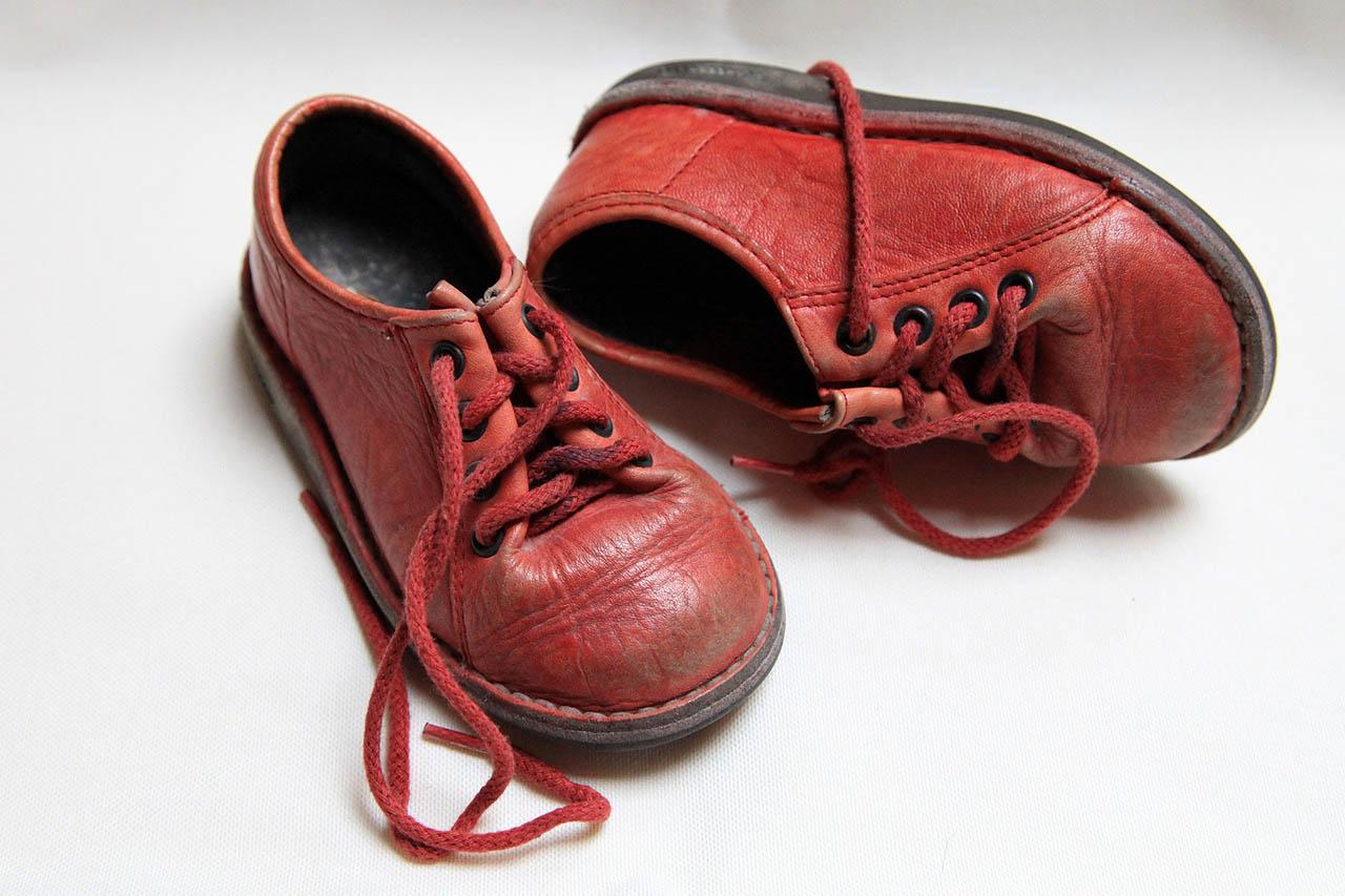Giftige Kinderschuhe – so gefährlich ist Leder für Ihr Kind