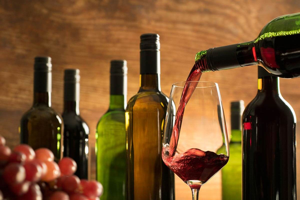 Sind Wein, Bier, Sekt und Co. vegan? So finden Sie es heraus!
