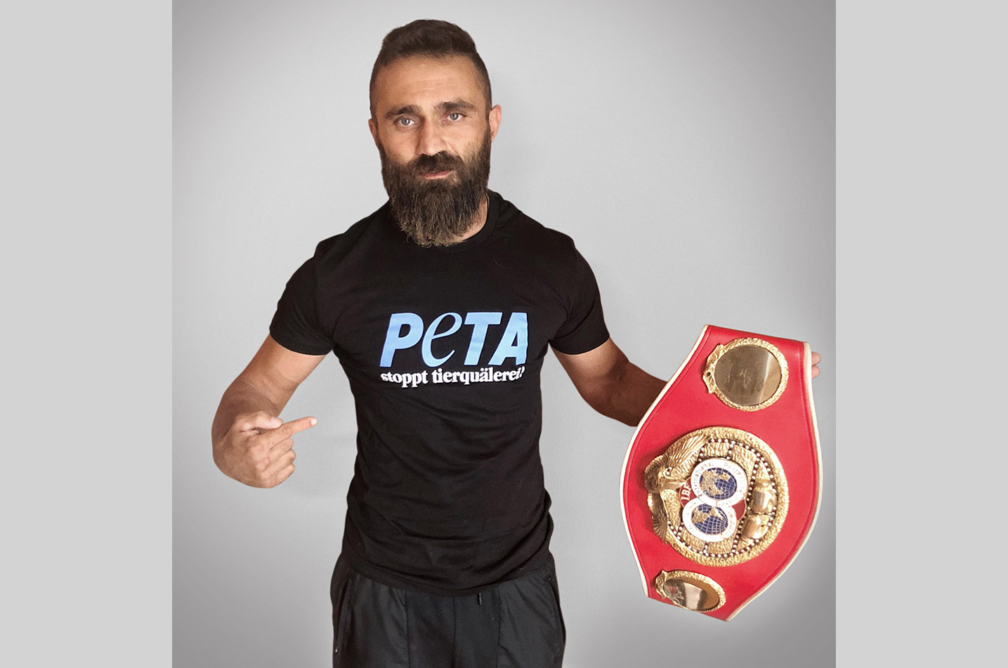 Box-Champion Ünsal Arik im Interview mit PETA
