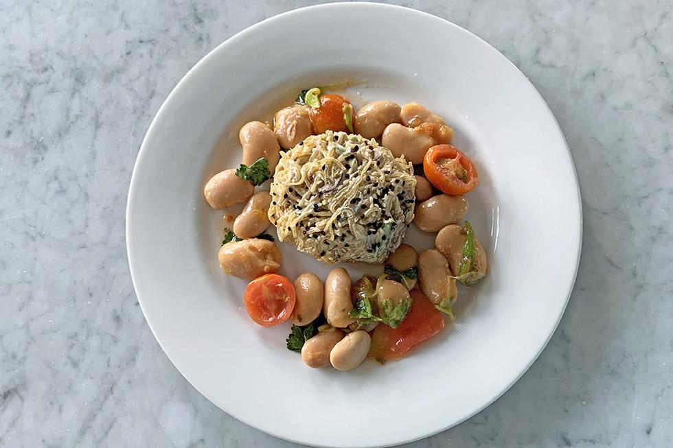 Veganes Rezept: Algen-Nudelnest mit Cashewkäse-Pilzsauce