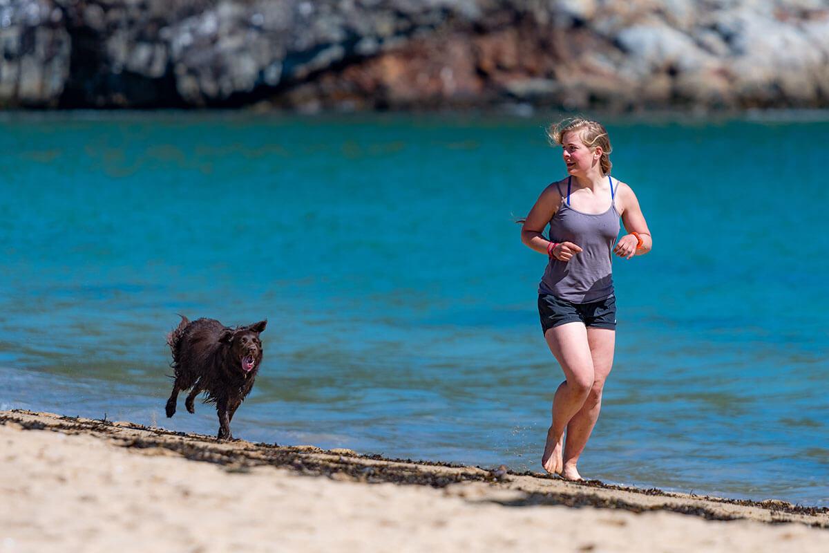 Tierfreundlicher Sport: 5 Sportarten, die Tieren helfen