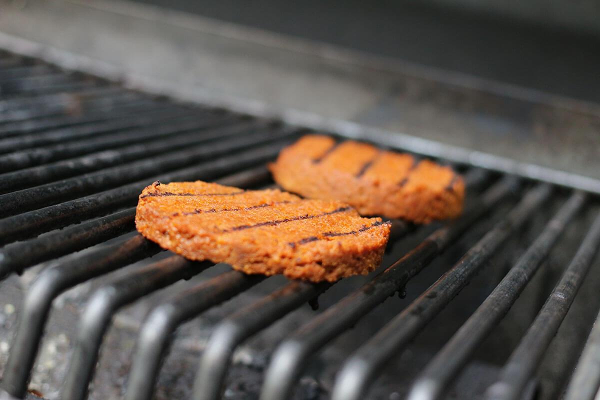 seitan patties auf dem grill
