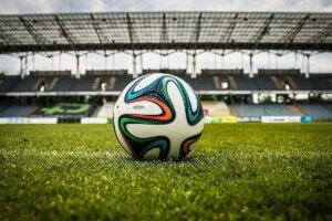 Fussball auf dem Rasen
